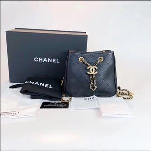 CHANEL 2019 LEATHER DRAWSTRING BUCKET BAG GOLD
